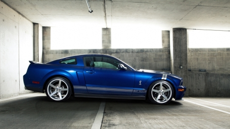 Ford Mustang Shelby GT500 вид сбоку